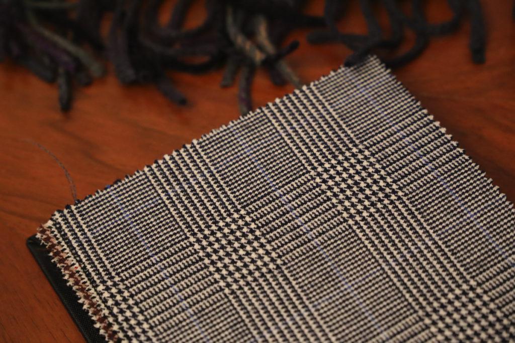 tkaniny na garnitur pepitka