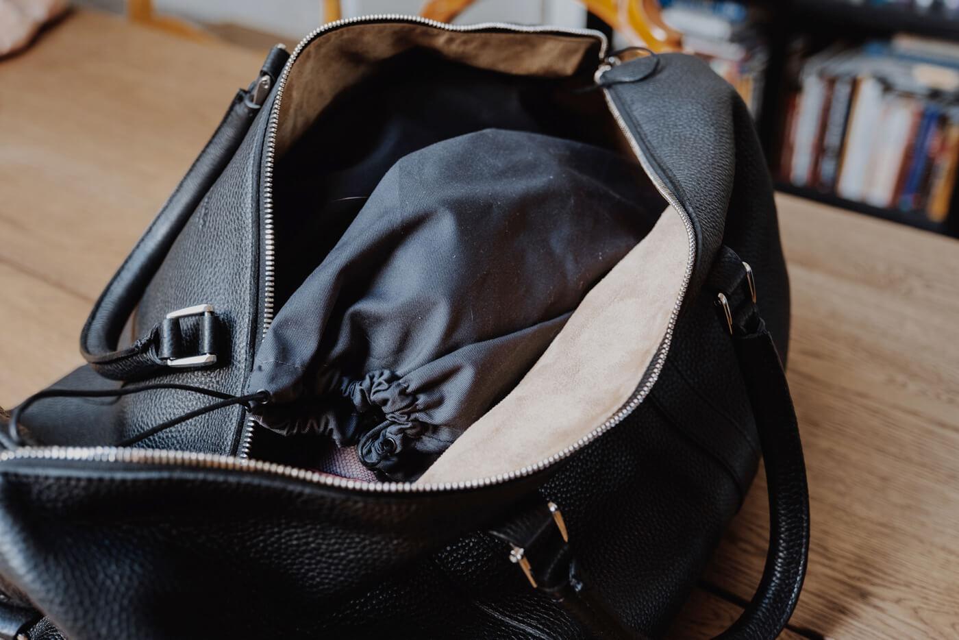 pokrowce na obuwie w torbie w samolocie