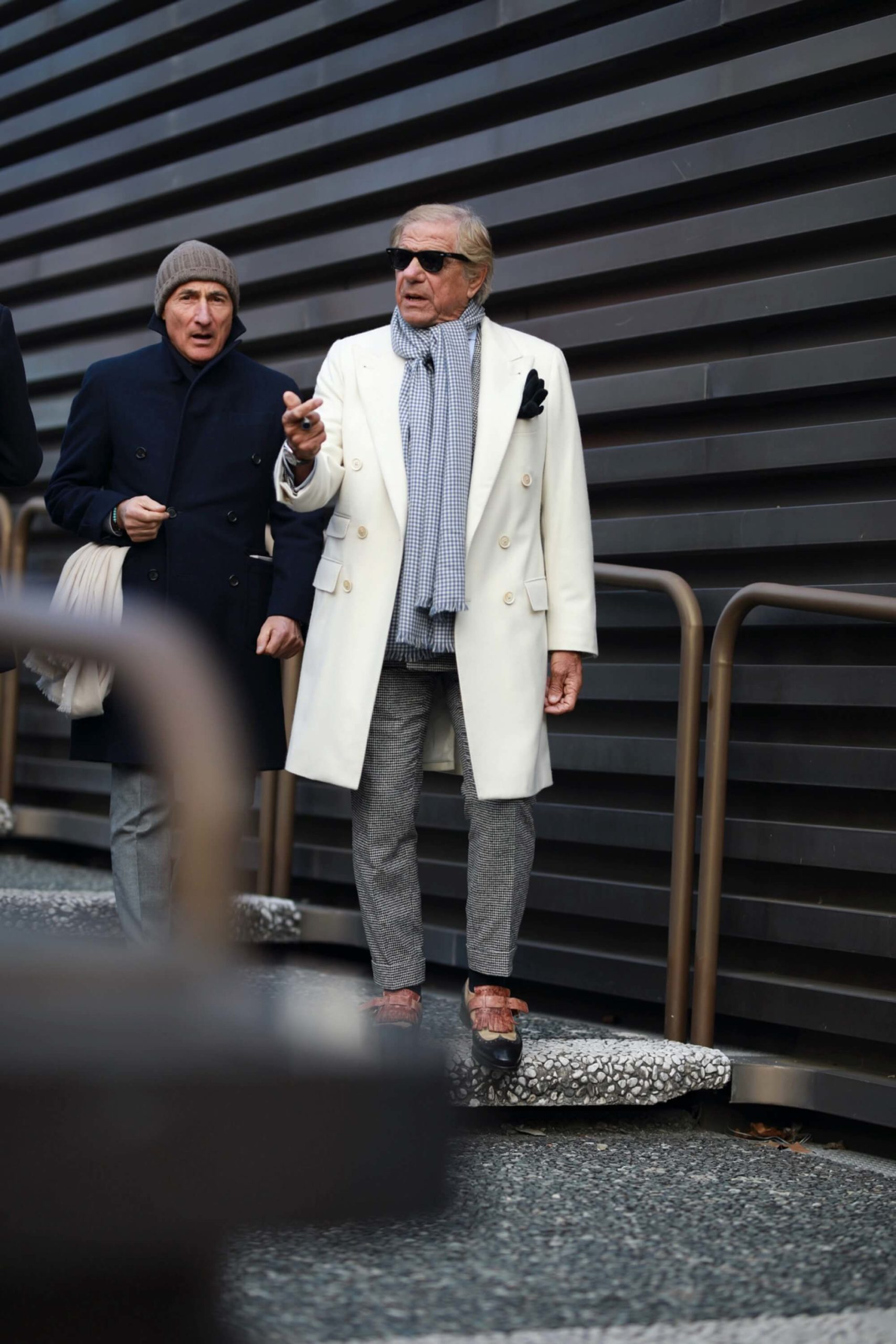 Lino Ieluzzi w białym płaszczu