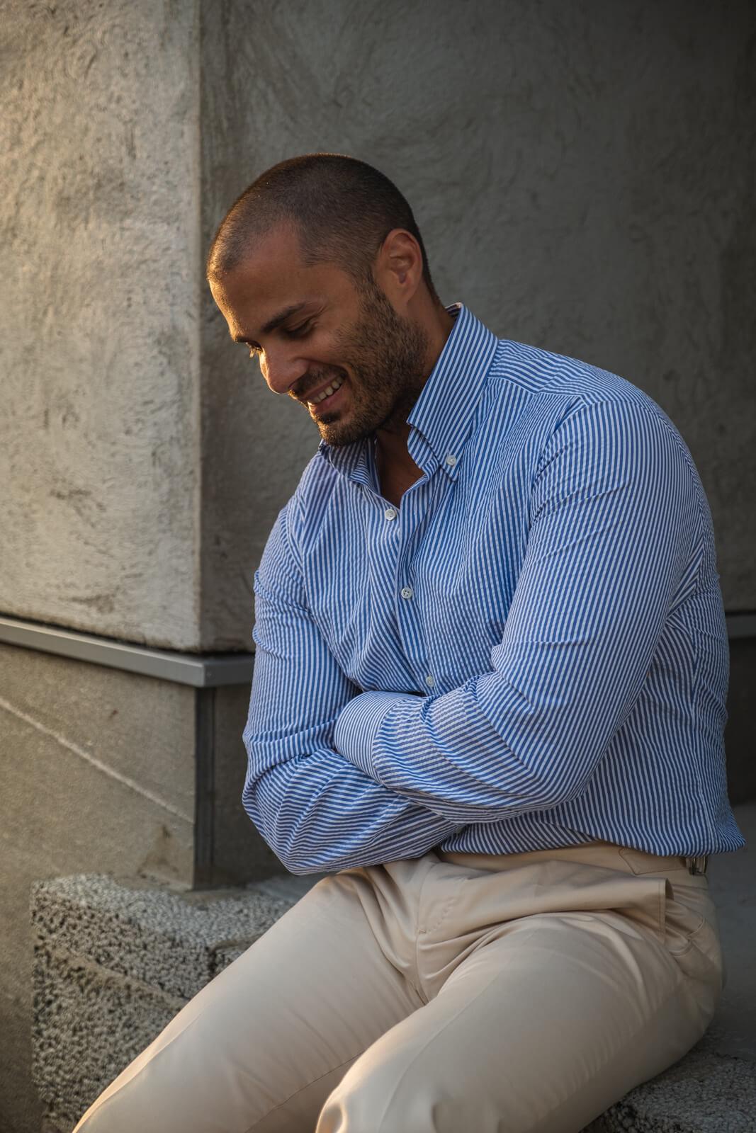 koszula seersucker i spodnie bawełniane